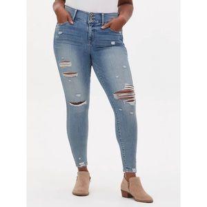🆕Torrid Super Soft Light Wash Jegging Jeans 18